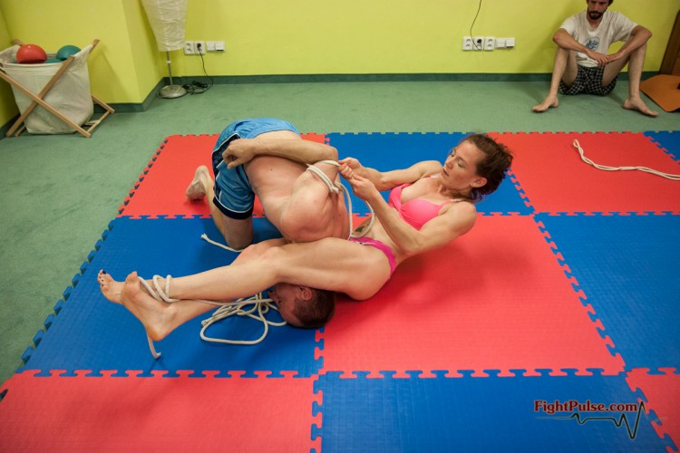 competitive bondage wrestling headscissors