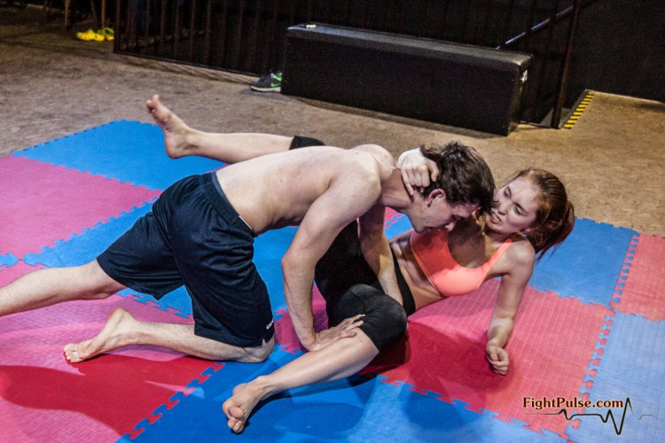 Akela vs Fernando - competitive mixed wrestling