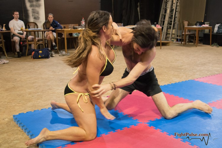 FightPulse-MX-113-Jennifer-Thomas-vs-Roberto-010-seq